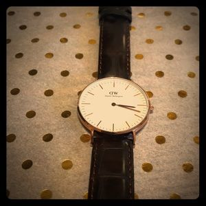 Daniel Wellington women's leather watch. BRAND NEW